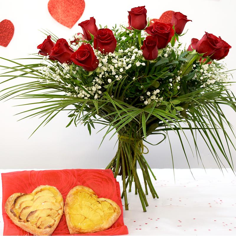 Por San Valentín 2 Corazones de Frutas con Ramo de Rosas Rojas Flores Navarro